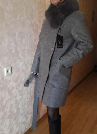 Фирменное шерстяное пальто с натуральным мехом р. с-м