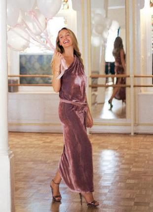 Невероятное платье из бархата на одно плечо