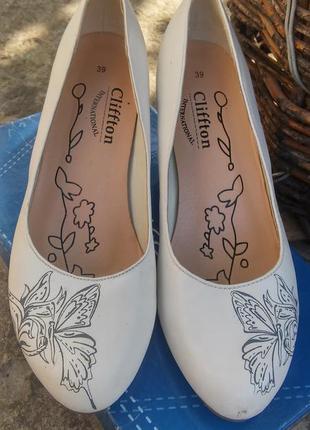 Белые туфли на устойчевом каблуке 39размер