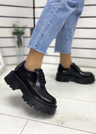Кожаные наплак черные туфли на тракторной подошве