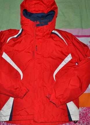 Спортивная лыжная куртка насыщенного красного цвета