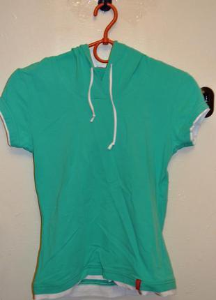 Продам бирюзовую спортивную футболку с капюшоном