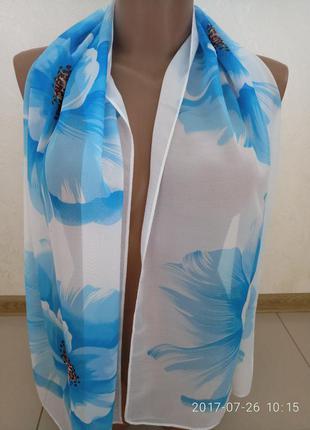 Шикарный голубой шарфик с цветами.