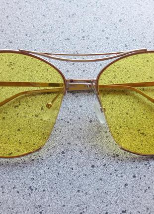 Очки с желтыми стеклами