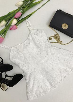 Очень красивая белая кружевная блузка .
