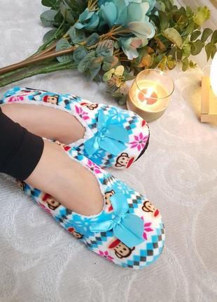 Женские комнатные тапочки-носочки.