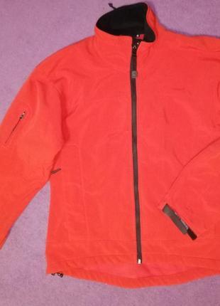 Яркая ветровка, флиска, теплая кофта, непродуваемая куртка, термо