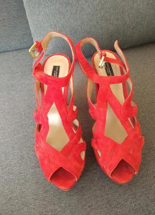 Замшевые сандали zara