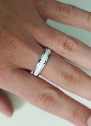 Стильное кольцо. белая керамика и серебро. распродажа2 фото