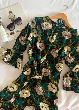 Красивенное платье yessica р.m