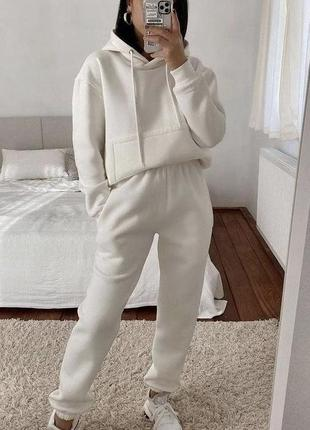 Костюм белый
