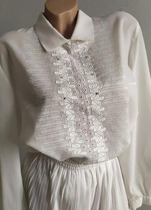 Винтаж! белая блуза с вышивкой, застежка на пуговицах сзади.