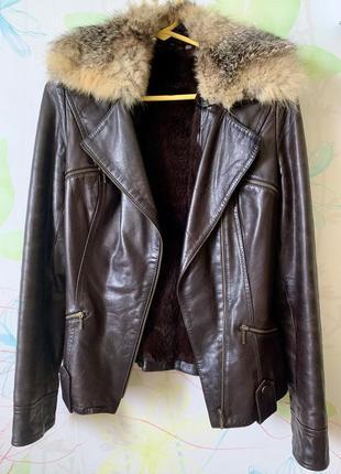 Зимняя кожаная куртка-косуха с натуральным мехом внутри