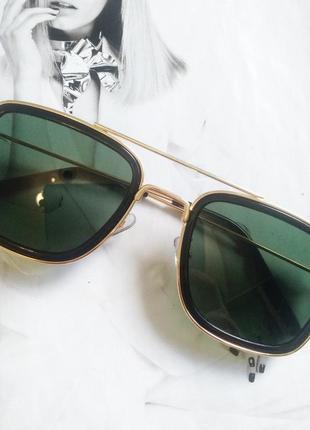 Солнцезащитные стильные очки в металлической оправе зелёный в золоте