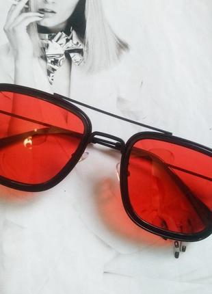 Солнцезащитные стильные очки в металлической оправе красный в чёрном