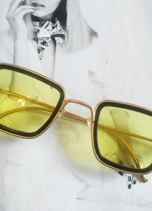 Солнцезащитные стильные очки в металлической оправе жёлтый
