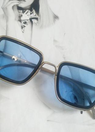 Солнцезащитные стильные очки в металлической оправе  голубой