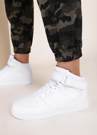 Белые высокие кроссовки с ремешком 38 размер