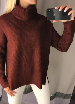 Объёмный тёплый свитер с горлом. amisu. размеры уточняйте.