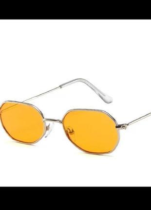 Стильные оранжевые жёлтые очки оригинальной формы