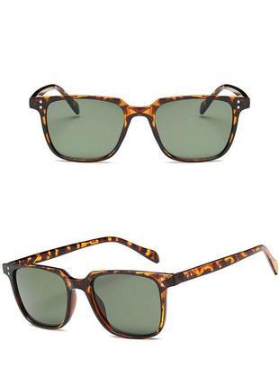 Стильные очки в леопардовой оправе
