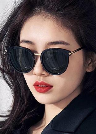 Стильные чёрные очки