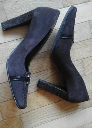 Замшевые коричневые туфли фирмы medea