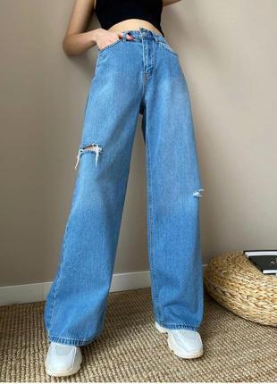 Голубые джинсы с прорезями палаццо новые1 фото