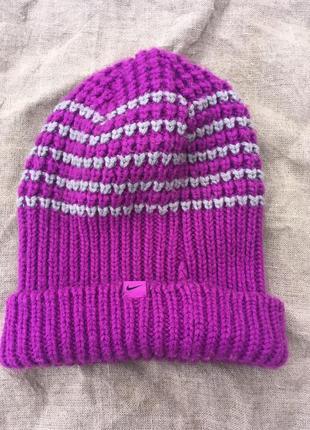 Оригінальна жіноча шапка найк