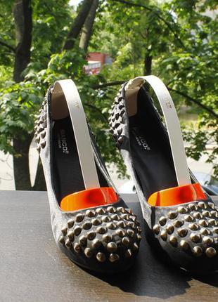 Акция 1+1=3 шикарные туфли с шипами новые 37 | 23 см