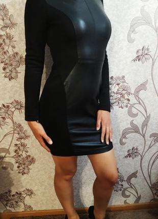 Платье с кожаными вставками s-xs