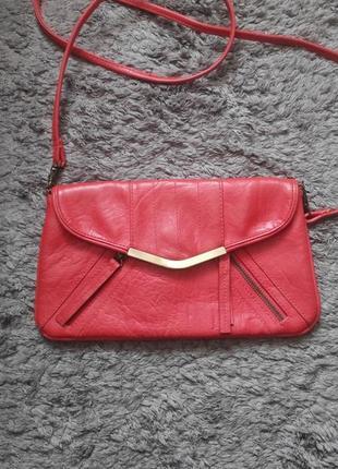 Красный клатч accessorize
