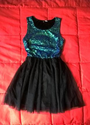 Красивое платье с пышной фатиновой юбкой