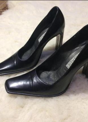 Очень стильные кожаные туфли casadei с квадратным носком