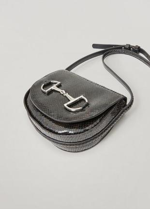 Кожаная сумка через через плече под змеиную кожу massimo dutti