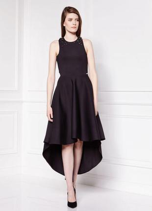 Новое вечернее платье украшенное камнями и открытой спиной