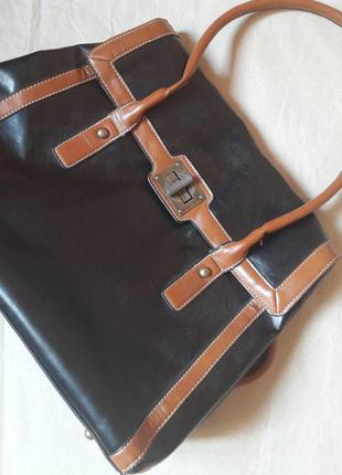 Черная сумка с коричневыми вставками