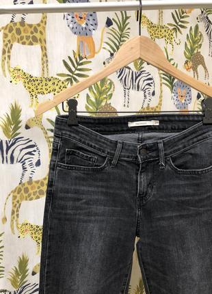 Серые графитовые джинсы дудочки прямые слим slim levi's