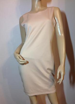 Фирменное нюдовое трикотажное платье/м- l/ brend prettylittlething
