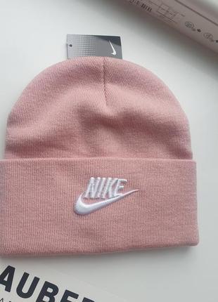Женская подростковая шапка розового цвета nike