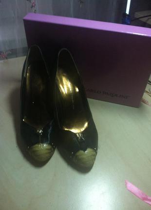 Туфли с необычным светлым носочком carlo pazolini