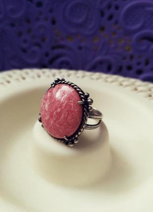 Серебряное кольцо с им. коралла