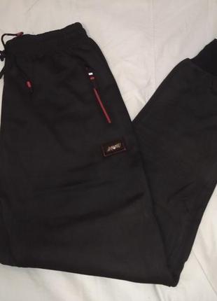 Черные штаны на манжете с карманами