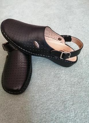 Туфли с открытой пяткой.