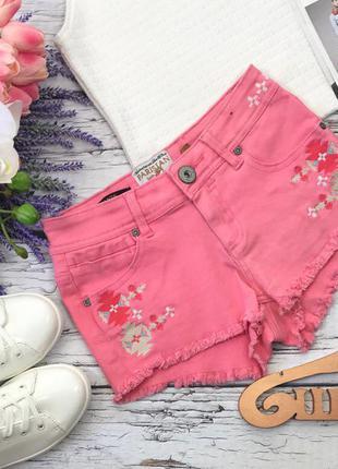 Романтичные шорты конфетного оттенка с декоративной вышивкой и бахромой
