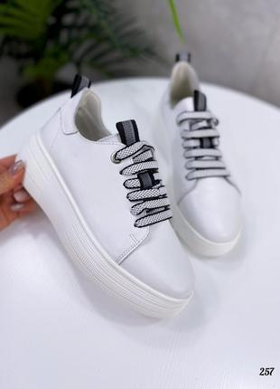 Крутые женские кожаные кроссовки