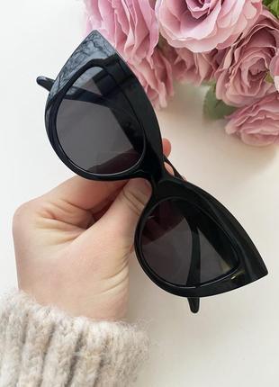 Чёрные очки кошки