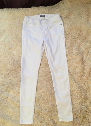 Белые джинсы на резиночке dorothy perkins