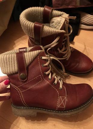 Теплый кожанные ботинки!!