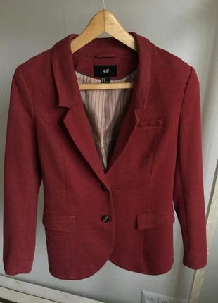 Бордовый пиджак с латками на рукаве h&m размер s{44}